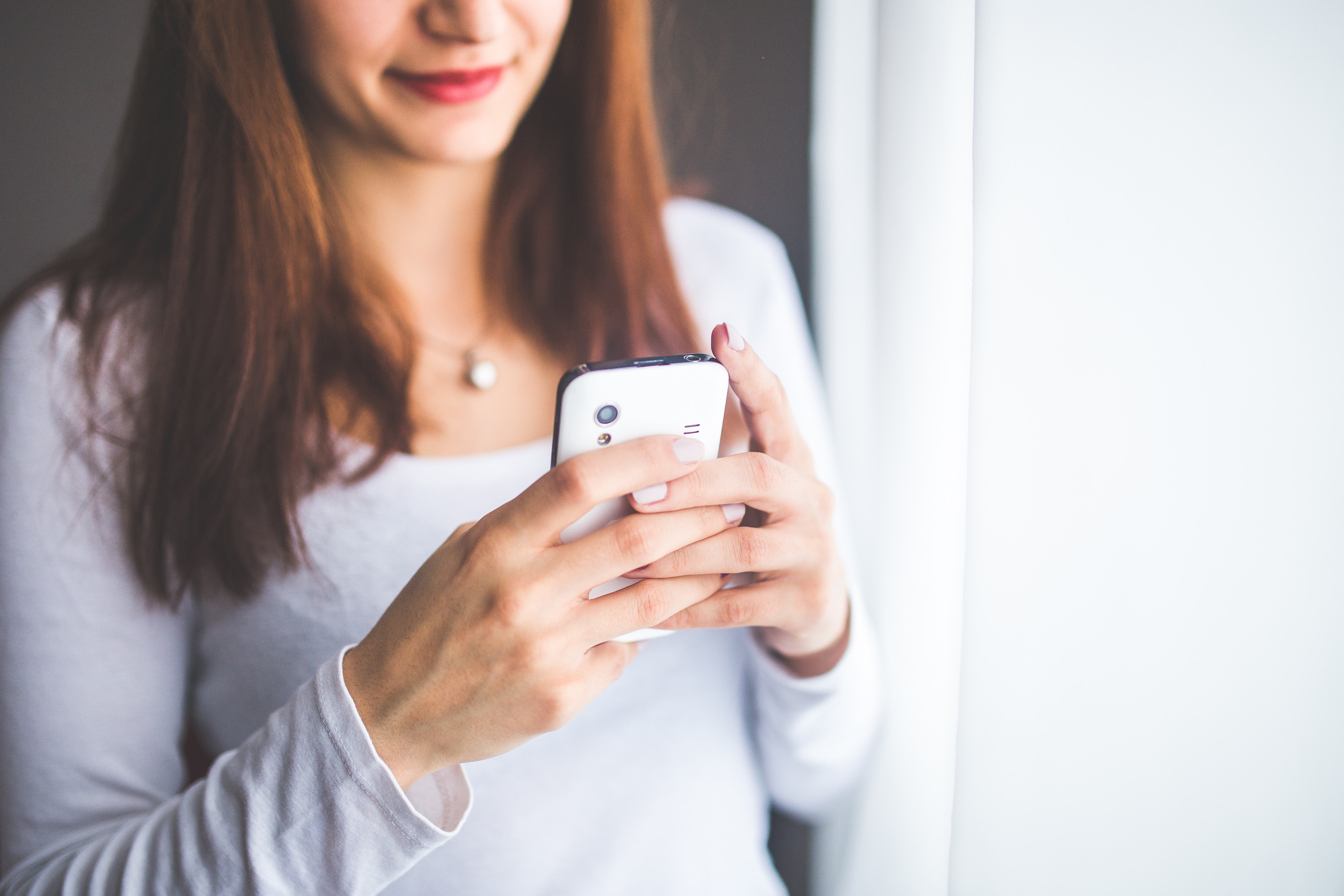 Women on her phone communicating through text