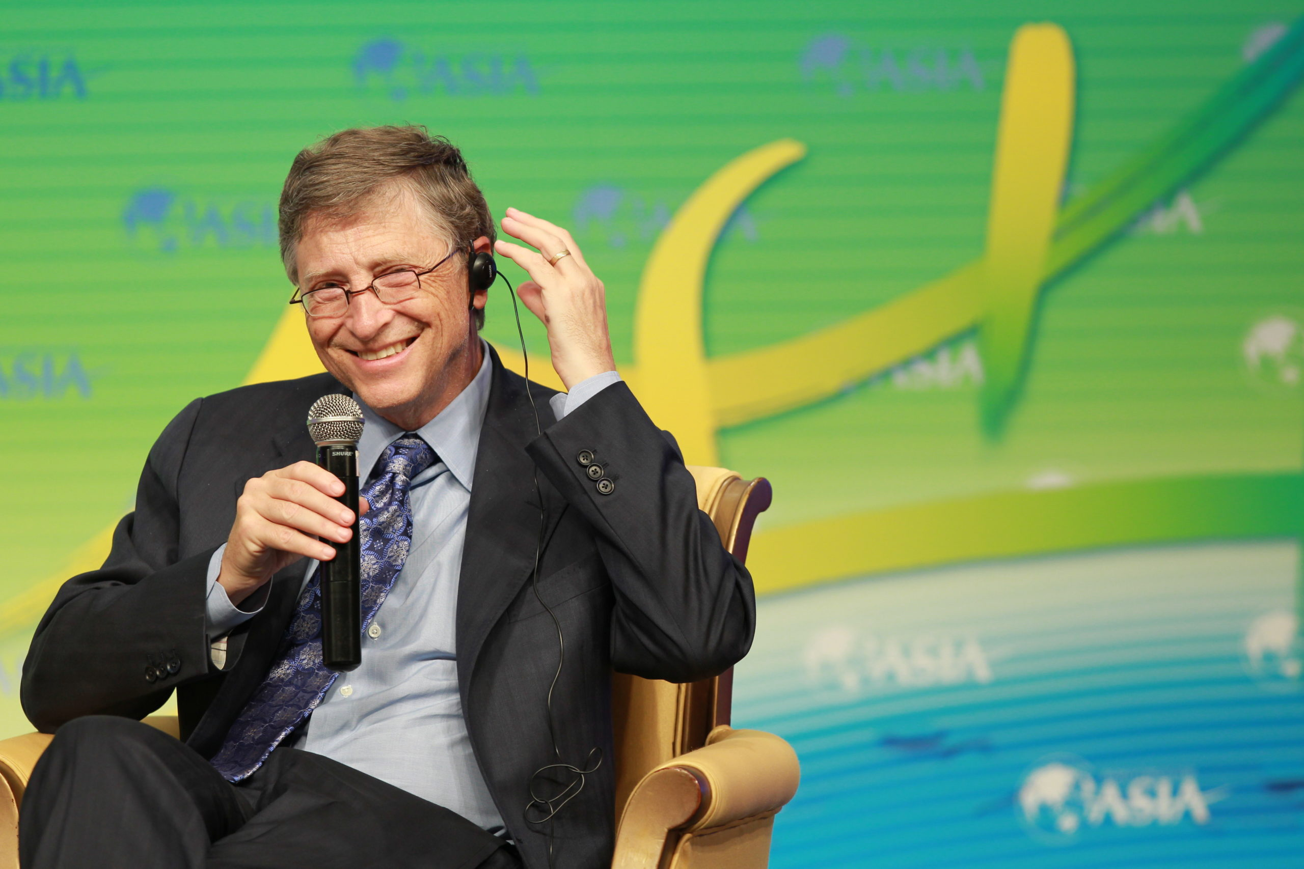 Bill Gates, Co-Chair of the Bill and Melinda Gates Foundation, talks at a sub-forum during the 2013 Boao Forum for Asia in Boao town, Qionghai city, south Chinas Hainan province, 6 April 2013. — Stock Image